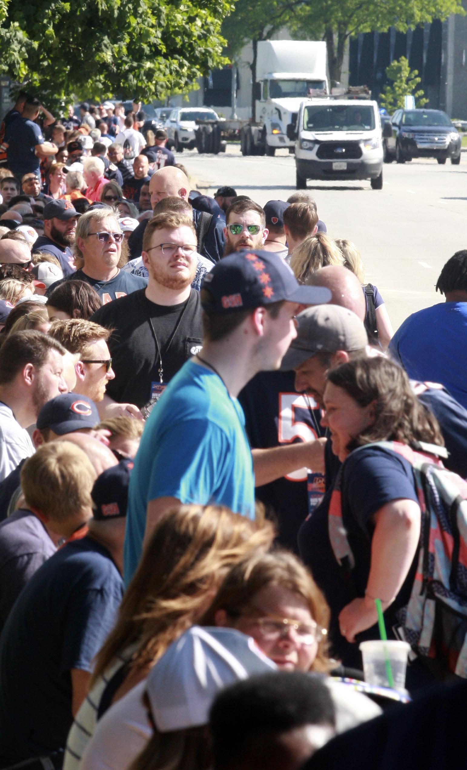 buy popular 9e611 adf5b Bears, Fans Flock To Rosemont For Team Centennial
